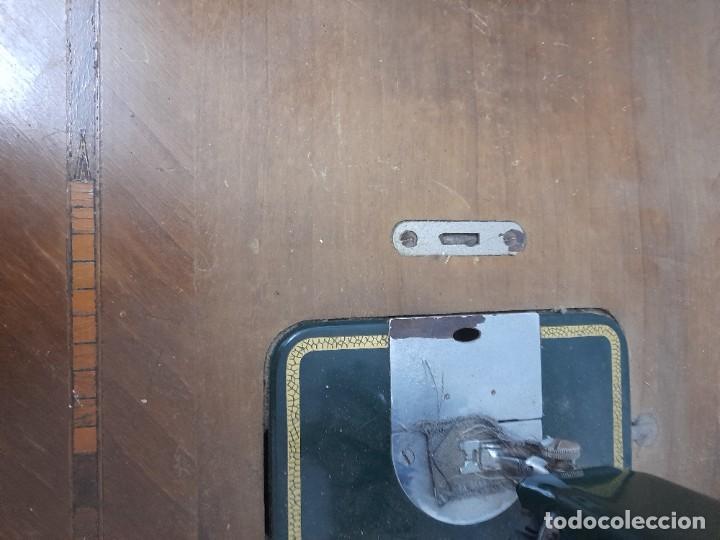 Antigüedades: Maquina de coser refrey cl317 con mueble y pedal de origen - Foto 11 - 254255885