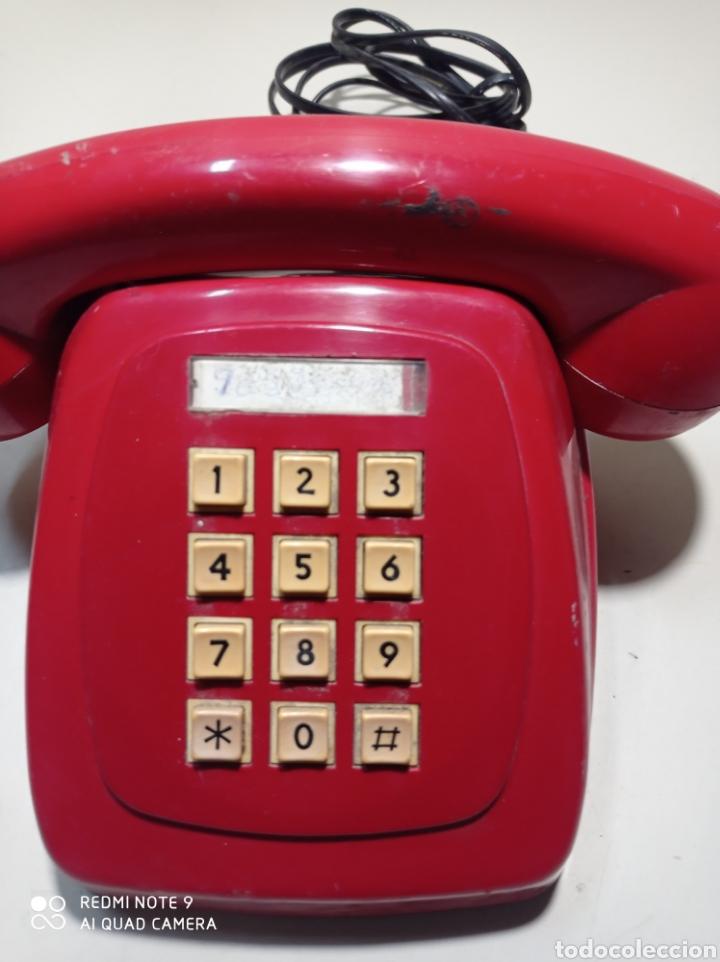 Teléfonos: Teléfono heraldo rojo de teclas de CTNE, Compañía Telefónica Nacional Española. El de línea directa. - Foto 2 - 254306575