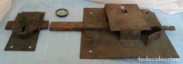 CERRADURA ANTIGUA. DOS UNIDADES. (Antigüedades - Técnicas - Cerrajería y Forja - Cerraduras Antiguas)