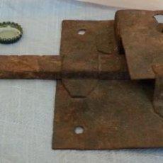 Antigüedades: CERRADURA ANTIGUA. DOS UNIDADES.. Lote 254367630