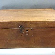 Antigüedades: CAJA CON HERRAMIENTAS ANTIGUAS. Lote 254383460