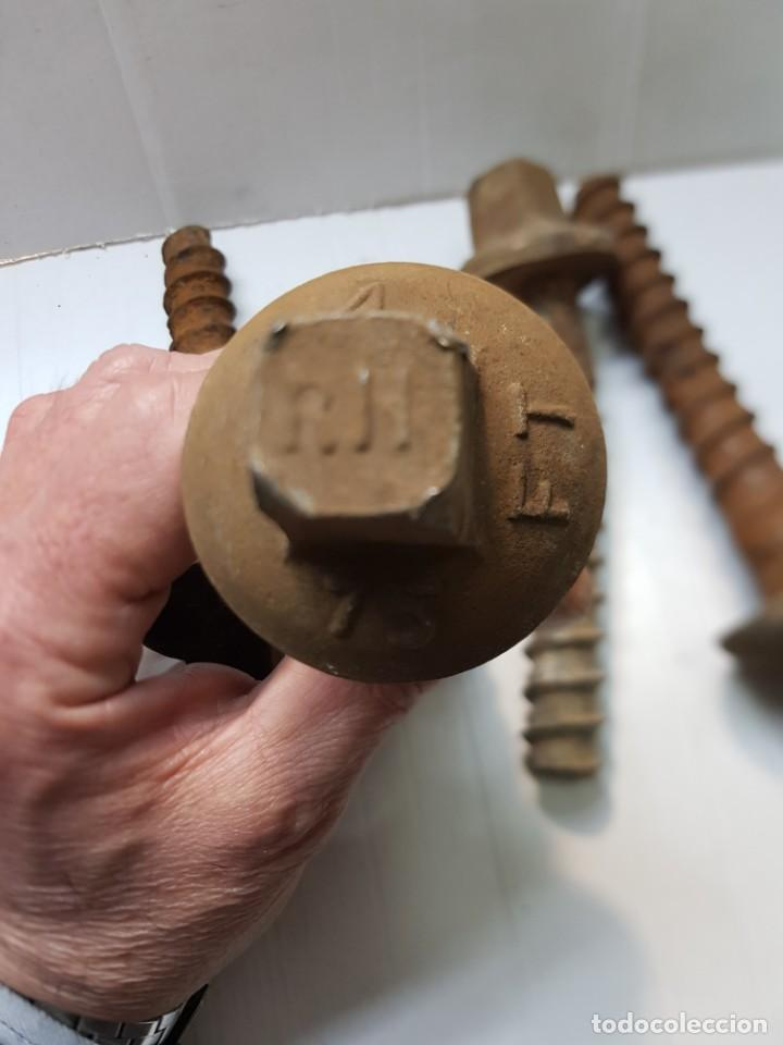 Antigüedades: Tornillos antiguos de travesaño Tren grandes lote 4 - Foto 3 - 254422725