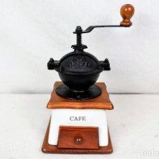 Antigüedades: MOLINILLO DE CAFÉ EN CERÁMICA Y MADERA. Lote 254433315