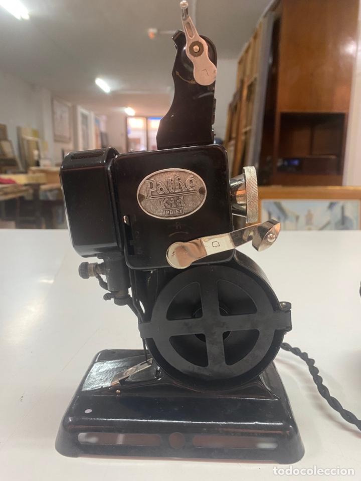 """Antigüedades: PROYECTOR ANTIGUO PATHÉ KID AÑOS 20 DE 9,5mm CON """"CHARLOT HACE CONQUISTAS"""" Y 10 PELÍCULAS MÁS - Foto 3 - 254567930"""