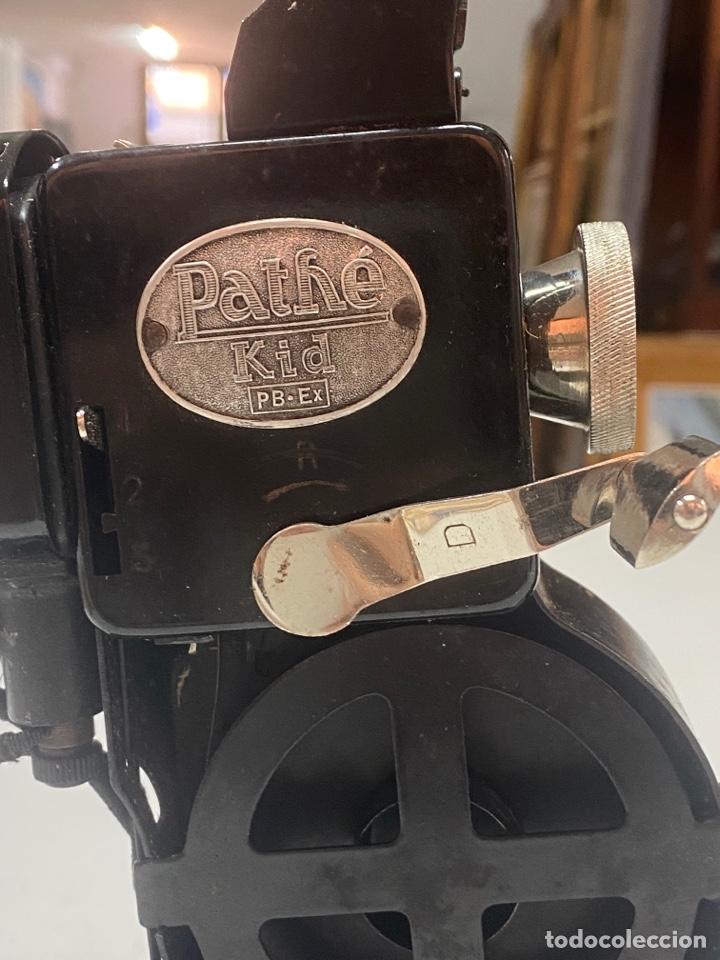 """Antigüedades: PROYECTOR ANTIGUO PATHÉ KID AÑOS 20 DE 9,5mm CON """"CHARLOT HACE CONQUISTAS"""" Y 10 PELÍCULAS MÁS - Foto 5 - 254567930"""