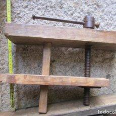 Antigüedades: ANTIGUO TORNILLO APRIETE EN BANCOS TALLER Y CARPINTERIA - HUSILLO UTIL 23CM DIAMETRO 20MM + INFO. Lote 254616345
