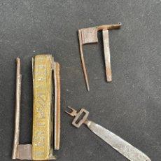 Antiquités: ANTIGUO CANDADO DE BRONZE Y HIERRO FORJADO. Lote 254678920