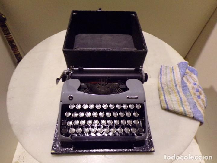 MAQUINA DE ESCRIBIR MODELO JUNIOR 58 EN MUY BUEN ESTADO (Antigüedades - Técnicas - Máquinas de Escribir Antiguas - Otras)