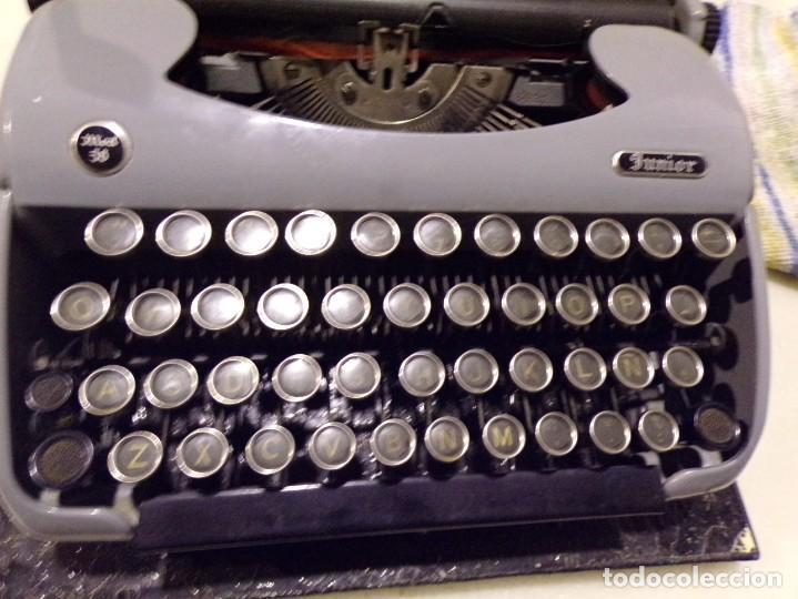 Antigüedades: maquina de escribir modelo junior 58 en muy buen estado - Foto 2 - 254697275