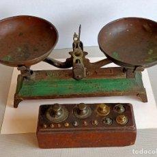 Antigüedades: BALANZA DE HIERRO COLADO CON 13 PESAS. Lote 254738320