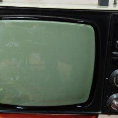 Antigüedades: VINTAGE TELEVISOR PORTÁTIL. INTER 418. COLOR BLANCO. FUNCIONANDO.. Lote 254764770