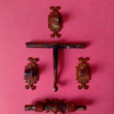 Antigüedades: LOTE DOS CERROJOS DE FORJA ANTIGUOS MEDIDA 11 CM. Lote 254894505