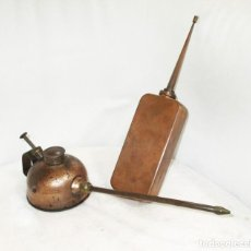 Antigüedades: DOS ENGRASADORES O ACEITERAS ANTIGUOS EN COBRE.. Lote 255008890