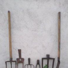 Antigüedades: LOTE DE ANTIGUAS HERRAMIENTAS DE CAMPO DE FORJA.. Lote 255386145