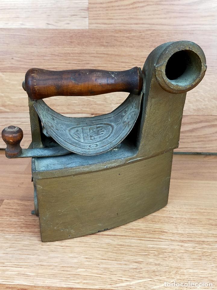 PLANCHA CARBON MONDRAGON (Antigüedades - Técnicas - Planchas Antiguas - Carbón)
