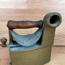 Antigüedades: PLANCHA CARBON MONDRAGON. Lote 255434515