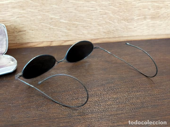 Antigüedades: Antiguas gafas de sol con funda en muy buen estado - Foto 3 - 255445535