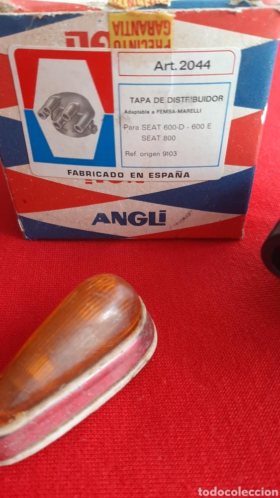 Antigüedades: antigua tapa de distribuidor SEAT 600 y piloto - Foto 2 - 255481650