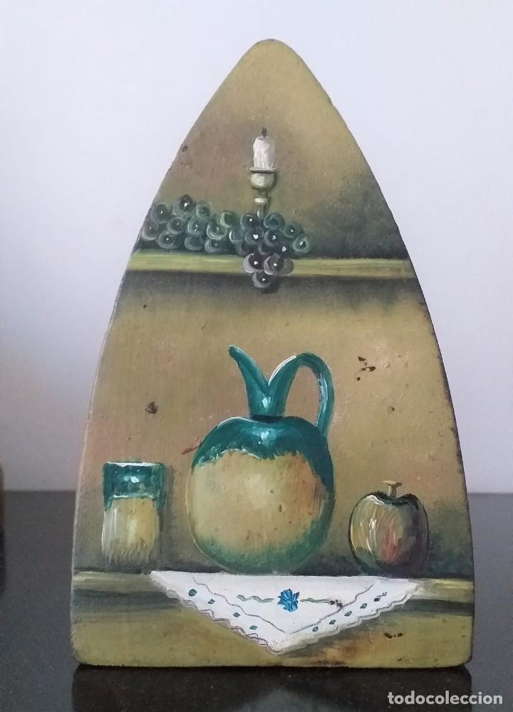 Antigüedades: plancha de hierro nº 7 suela decorada con bodegon adorno o sujetalibros - Foto 2 - 255495940