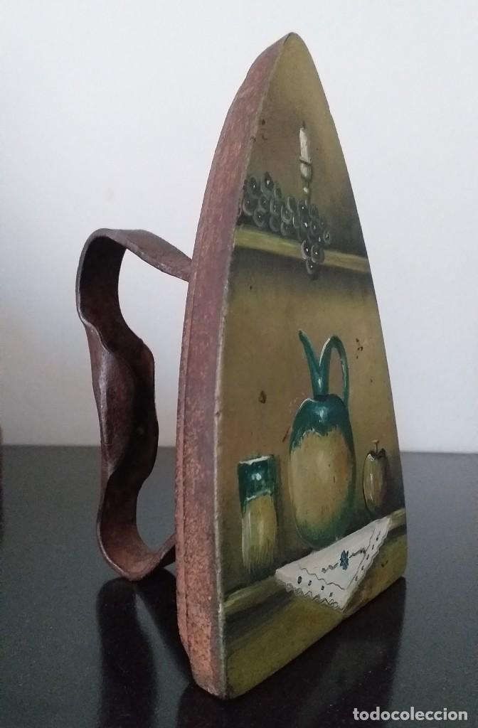 Antigüedades: plancha de hierro nº 7 suela decorada con bodegon adorno o sujetalibros - Foto 3 - 255495940