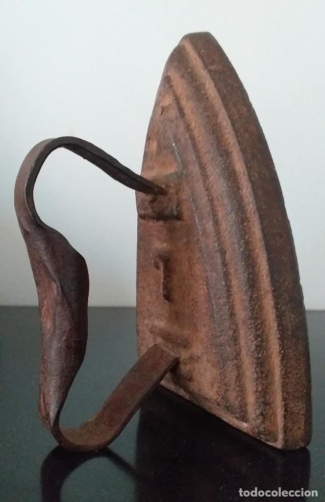 Antigüedades: plancha de hierro nº 7 suela decorada con bodegon adorno o sujetalibros - Foto 5 - 255495940