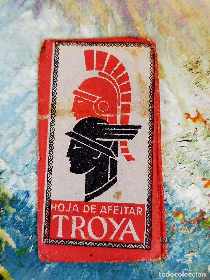 CURIOSA Y ANTIGUA HOJA DE AFEITAR COMPLETA MARCA TROYA, BUEN ESTADO. (Antigüedades - Técnicas - Barbería - Hojas de Afeitar Antiguas)