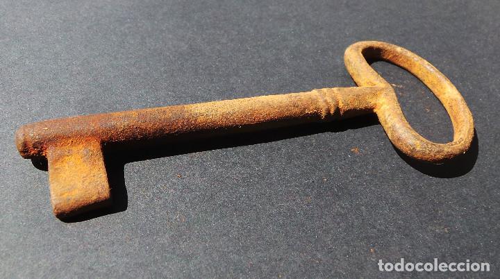Antigüedades: LLAVE DE HIERRO FORJADO.- 12,5 CM DE LARGO. - Foto 3 - 255564365