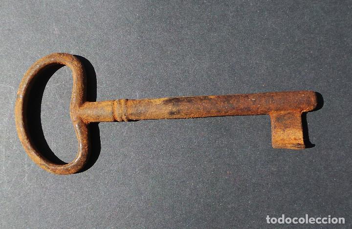 Antigüedades: LLAVE DE HIERRO FORJADO.- 12,5 CM DE LARGO. - Foto 4 - 255564365