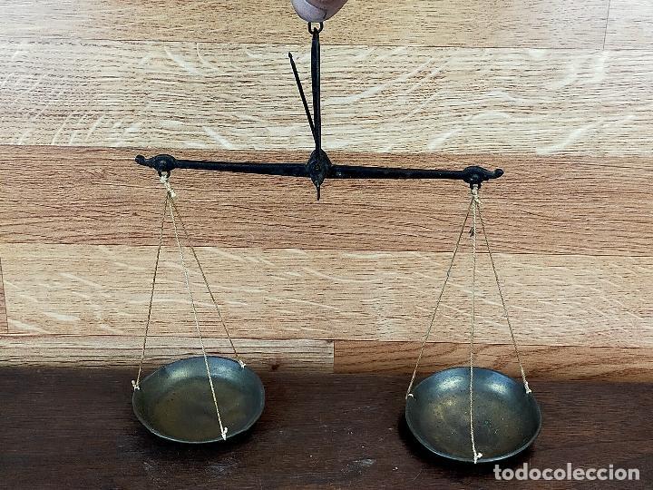 BALANZA PARA PESAR MONEDAS SIGLO XVIII O XIX CON PONDERALES PESAS DOBLON (Antigüedades - Técnicas - Medidas de Peso - Balanzas Antiguas)
