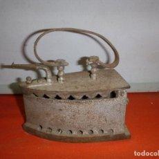 Oggetti Antichi: ANTIGUA PLANCHA DE CARBON. Lote 255576425