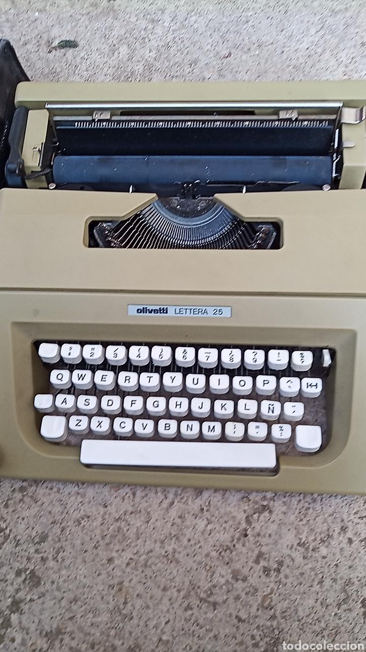 Antigüedades: Maquina de escribir OLIVETTI LETTERA 25 CON BOLSA DE TRANSPORTE Y LIBRO DE INSTRUCCIONES - Foto 5 - 255630720