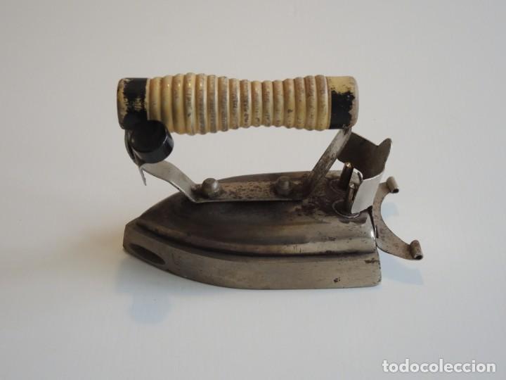 Antigüedades: Antigua plancha eléctrica - Foto 2 - 255937230