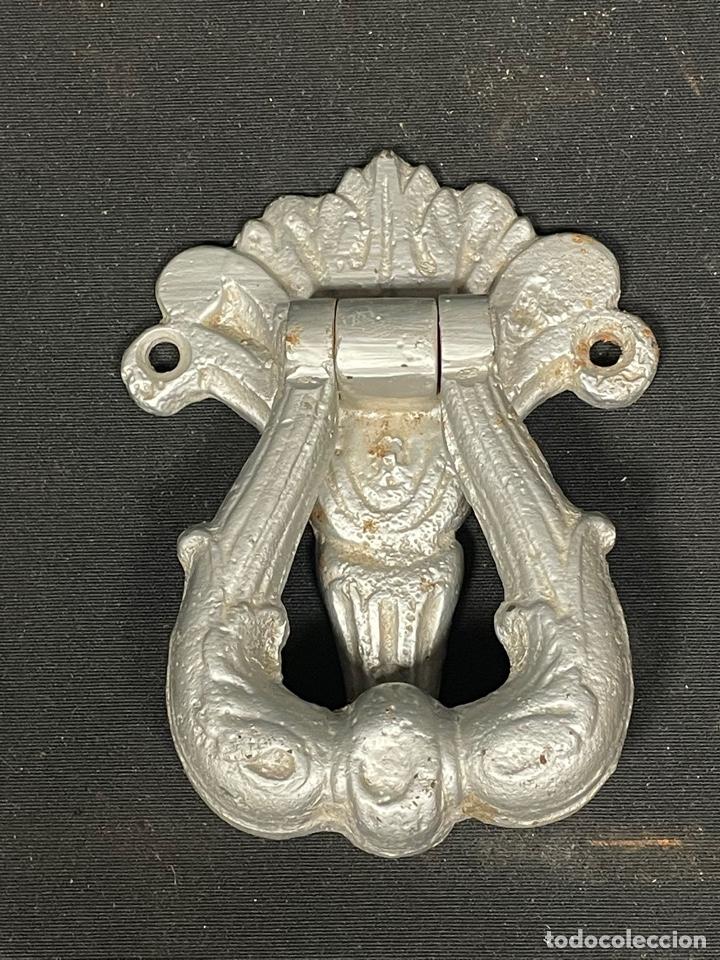 BONITA ALDABA DE HIERRO REPINTADA (Antigüedades - Técnicas - Cerrajería y Forja - Aldabas Antiguas)