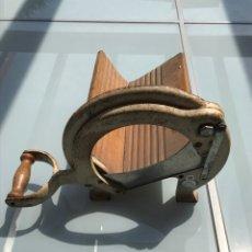 Antigüedades: ANTIGUA CORTADORA DE PAN GUILLOTINA. Lote 255980145