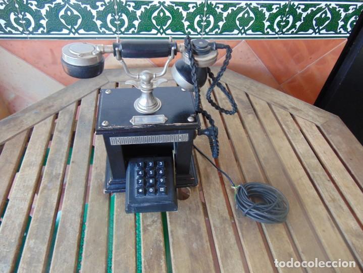 ANTIGUO TELEFONO MARCADO POST BP DFE AP 300 , CON MANIVELA Y TECLADO OCULTO (Antigüedades - Técnicas - Teléfonos Antiguos)