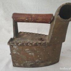 Antigüedades: ANTIGUA PLANCHA DE CARBON. Lote 256049195