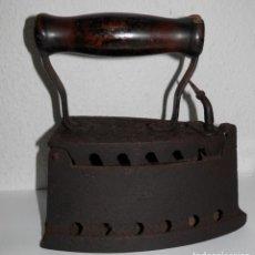 Antigüedades: UNA ANTIGUA PLANCHA DE CARBON. Lote 256049895