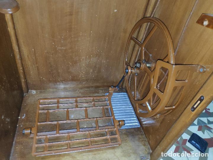 Antigüedades: Máquina coser Alfa - Foto 4 - 256079040