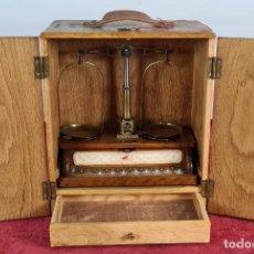 Antigüedades: BALANZA DE PRECISION PARA JOYERÍA. F. BERTRAND. BARCELONA. SIGLO XX.. Lote 256154745