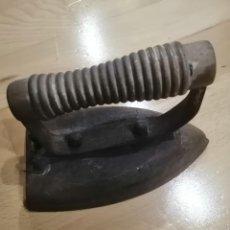 Antigüedades: PLANCHA ELÉCTRICA VILLAR. Lote 256166780