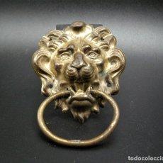 Antigüedades: BONITO APLIQUE TIRADOR METAL DORADO SIGLO XIX. Lote 257415760