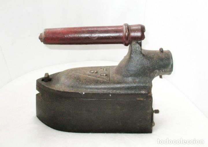 Antigüedades: GRAN PLANCHA DE SASTRE. U.C. MONDRAGÓN. PESA MÁS DE 8 KILOGRAMOS. - Foto 2 - 257473775