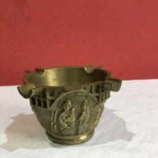 Antigüedades: ANTIGUA MORTERO DE BRONCE DECORADO CON MOTIVOS RAROS Y CURIOSOS . VER FOTOS. Lote 257501125