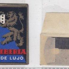 Antigüedades: FUNDA Y HOJA DE CUCHILLA DE AFEITAR ANTIGUA - IBERIA DE LUJO 0,85 PTAS. Lote 257652990