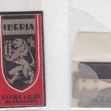 Antigüedades: FUNDA Y HOJA DE CUCHILLA DE AFEITAR ANTIGUA - IBERIA EXTRA LUJO ACANALADA 0,95 PTAS. Lote 257653100