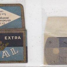 Antigüedades: FUNDA Y HOJA DE CUCHILLA DE AFEITAR ANTIGUA - DUCAL. Lote 257654505