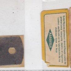 Antigüedades: FUNDA Y HOJA DE CUCHILLA DE AFEITAR ANTIGUA - LA BARAJA - 8 DE OROS. Lote 257655255