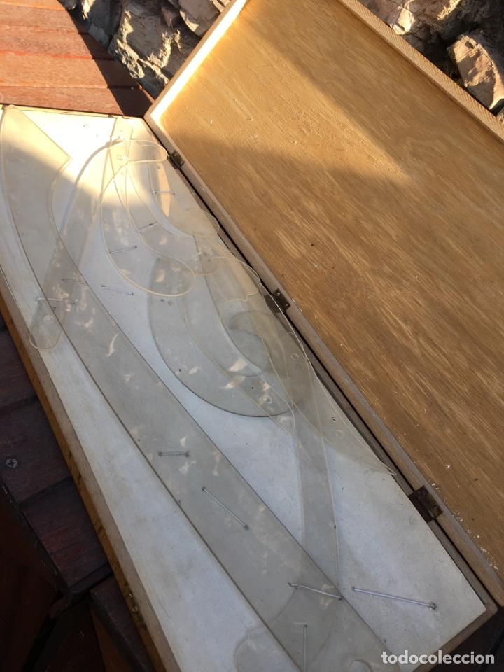 Antigüedades: Maletín madera 26x66x4cm con reglas de confección patrones - Foto 2 - 257686935