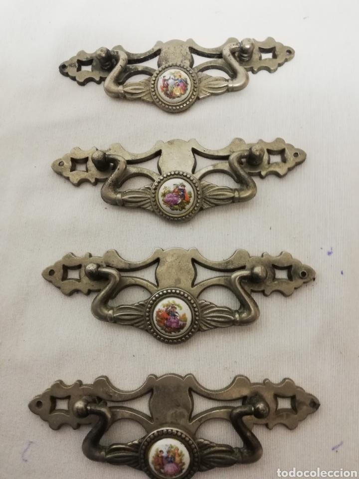Antigüedades: ANTIGUOS TIRADORES METAL Y PORCELANA. ARMARIO. COMODA. CAJON - Foto 2 - 257715515