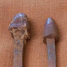 Antiquités: DOS MUY ANTIGUOS CLAVOS DE FORJA. Lote 257854930